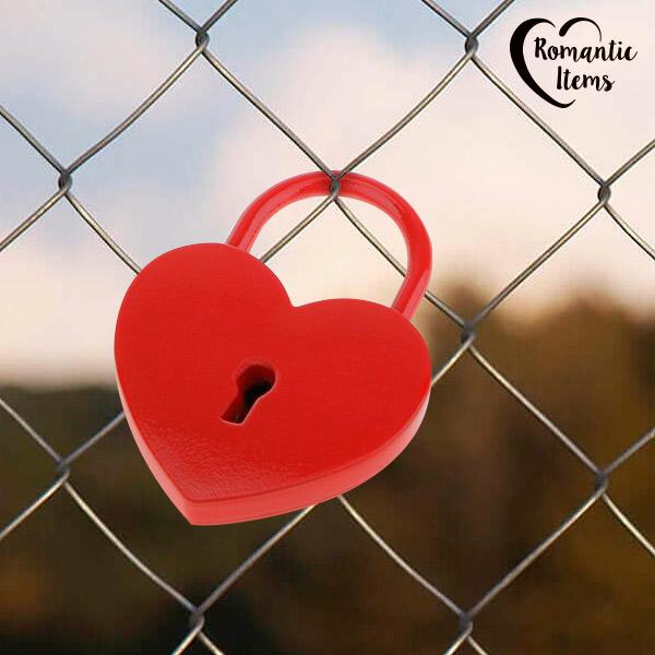 Romantic Items Red Heart Lakat Kulccsal