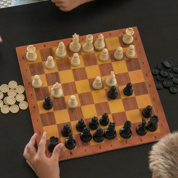 Igra Šah in Dama z Igralno Ploščo