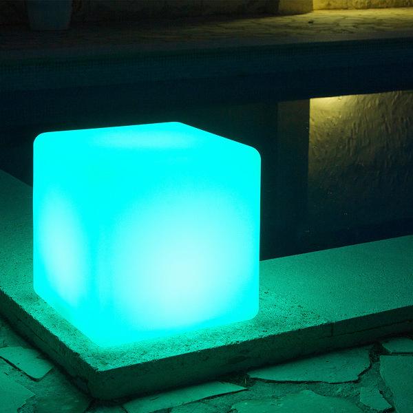 Cubo con luz para exterior by Homania (1)
