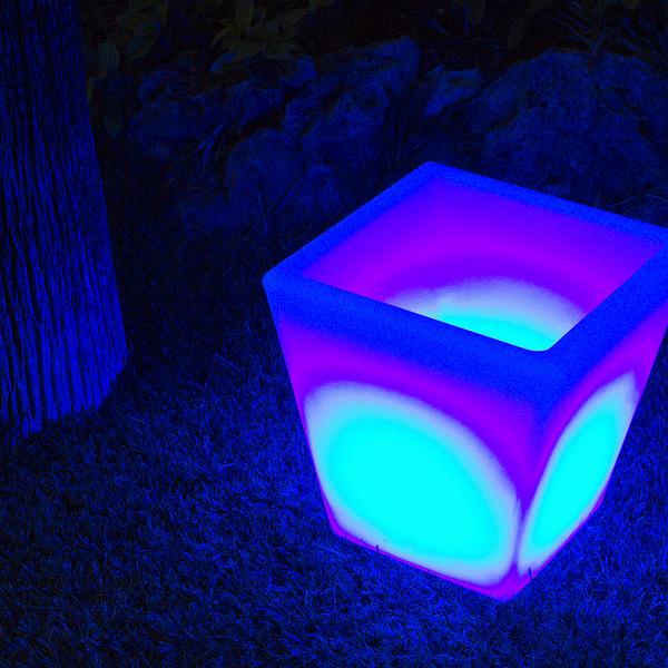 Macetero con luz para exterior by Homania (1)