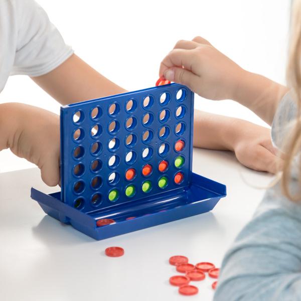 Igra Mini 4 v Vrsto