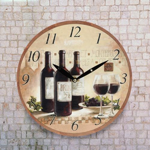 Stenska Ura z Vinskim Motivom